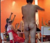Strip poker in public for Manhattan spectators