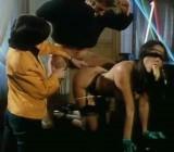 Bourgeoises Et Pute - 1982 - CFNM threeway scene