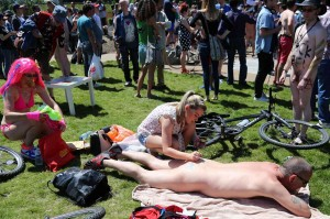 Hot girl body paints naked man in public at WNBR