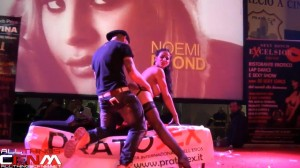 Martina Gold -  Pratosex stage sex toy show with audience guy - 2013