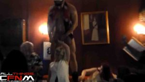 Ladies night male stripper gets dirty with the girls.mp4_snapshot_05.32_[2017.04.28_13.10.58]